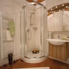verchromte Dusche, Sicherheitsglas Bad, Baduscho, 6000, Wien, pflegeleicht, Sanierung, Kleinbad, kleines Bad, Renovierung, Dusche stattWanne