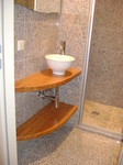minbad, kleines Bad, Bambus, stehendes Waschbecken, grosse Dusche